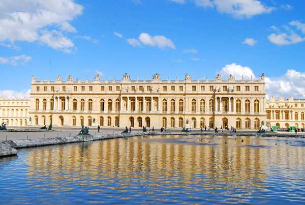 The well-maintained Palace of Versailles